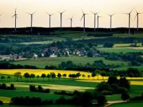 Windpark im Wald