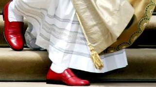 papst benedikt in prada-schuhen
