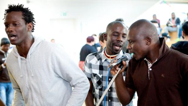 große Feier in der Jugendbegnungsstätte in Oberschleißheim für die Flüchtlinge und Helferkreise