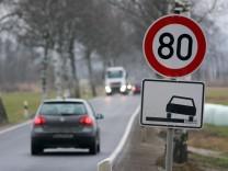 Landstraße mit Tempolimit 80 km/h