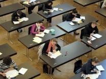 Schülerin löst mit Tweet Diskussion über Schulbildung aus