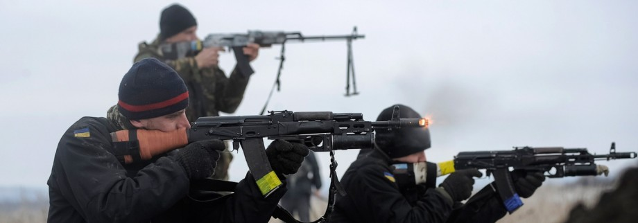 Ukrainian servicemen train with weapons at their position near Lysychansk, in Luhansk region
