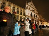 15 000 Münchner verbinden sich zur Lichterkette