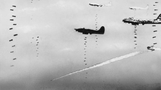 Amerikanische Bomber bei einem Angriff über Deutschland, 1943