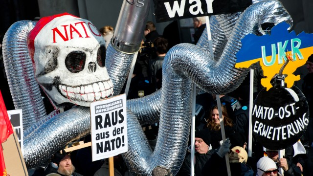 Demo gegen Münchner Sicherheitskonferenz