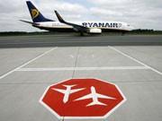Ryanair kein Fluglotse im Tower, dpa
