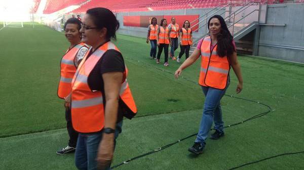 Fußball-Mütter als Ordnerinnen - Brasilien