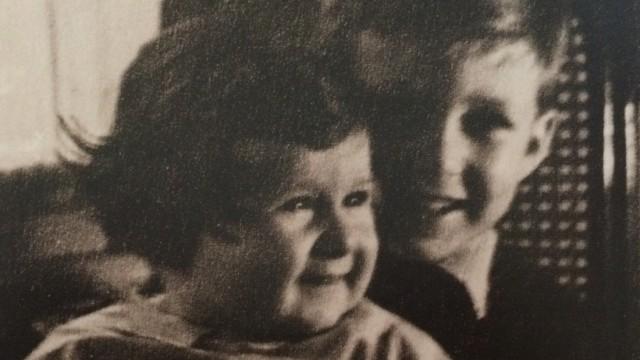 Michal Salomonovic mit seinem kleinen Bruder Josef. KZ Auschwitz Juden Holocaust