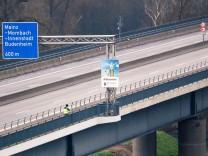 Schiersteiner Brücke gesperrt; Schiersteiner Brücke gesperrt