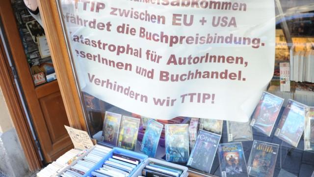 Münchner Buchhändler protestieren gegen Handelsabkommen TTiP, 2014