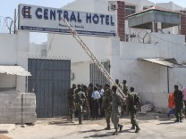 Some 20 killed in Mogadishu twin bombings