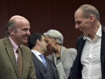 Spain's Finance Minister De Guindos chats with Greece Finance Minister Varoufakis during an extraordinary euro zone Finance Ministers meeting to discuss Athens' plans to reverse austerity measures agreed as part of its bailout, in Brussels