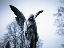 Germany Cologne Statue of angel at Melatenfriedhof PUBLICATIONxINxGERxSUIxAUTxHUNxONLY KJ000228