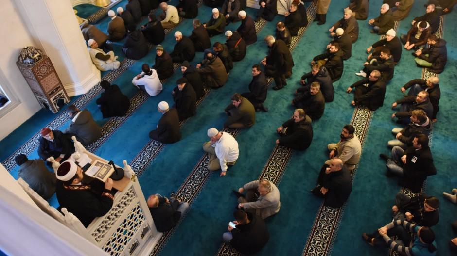 Freitagsgebet in der Sehitlik-Moschee
