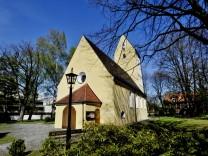 Unterhaching, Kirche St.Korbinian für den lieben Mike, Foto: Angelika Bardehle