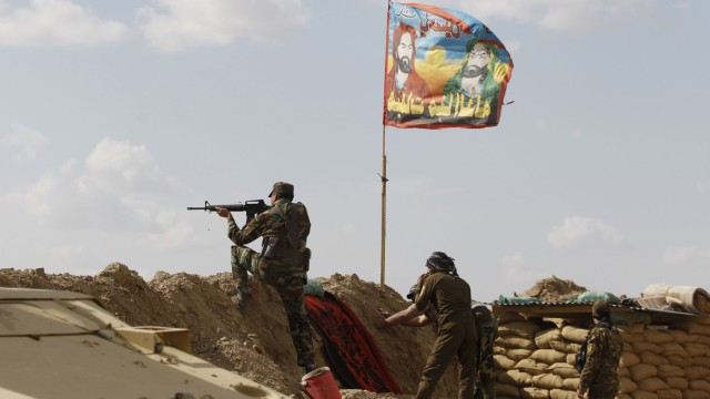 Shi'ite fighters clash with Islamic State militants at Udhaim dam, north of Baghdad