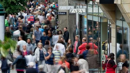 Einkaufsbummel am Feiertag in Nürnberg