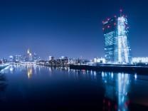 Die EZB im Licht der blauen Stunde
