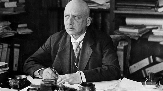 Fritz Haber an seinem Schreibtisch, 1931