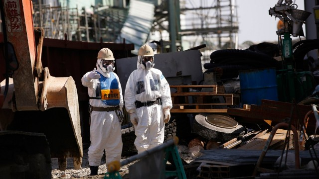 File photo of workers next to the No.4 reactor at TEPCO's tsunami-crippled Fukushima Daiichi nuclear power plant in Fukushima prefecture