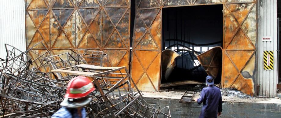 Verheerender Brand in pakistanischer Textilfabrik; dpa_148CDA0021FBBDFC