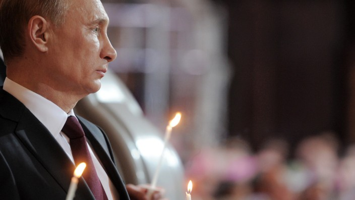 Russian Prime Minister Vladimir Putin attends Orthodox Easter celebrations at the Christ the Savior Cathedral in Moscow early on April 15, 2012. AFP PHOTO/ RIA-NOVOSTI/ POOL/ ALEXEY DRUZHININ