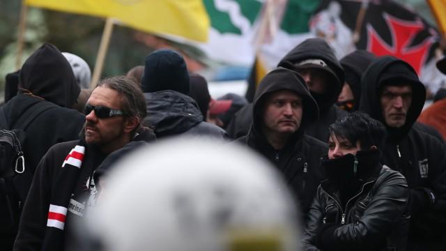 Mehrere Demos von Extremisten in Wuppertal - Hogesa, Pegida