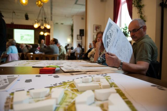 """Workshop mit Bürgerbeteiligung zum Neubauprojekt """"Aubing Mitte"""" in Aubing, 2014"""
