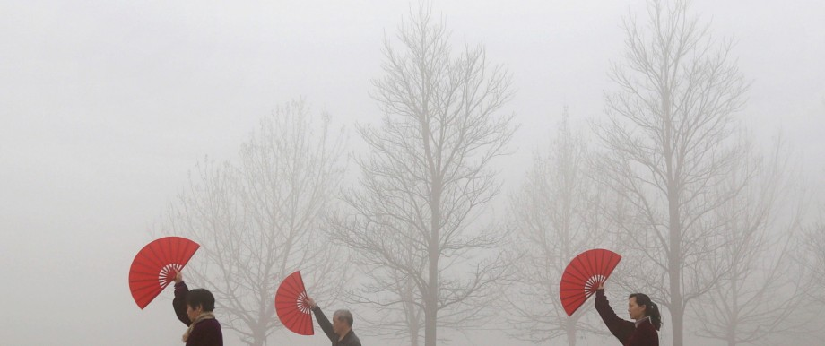 People do morning exercises on a polluted day in Jiaozuo