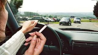 Rauchender Autofahrer