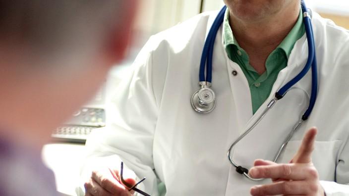 Keine Details:Was Arbeitgeber über die Krankenakte wissen dürfen