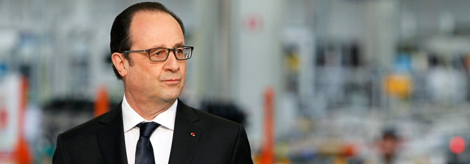 French President Hollande visits the PSA Peugeot Citroen engine f