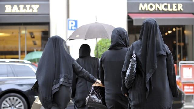 Verschleierte Frauen in Maximilianstraße