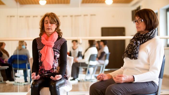 Ballettzentrum Grünwald, Ludwig-Thoma-Str. 30: Meditation mit Maria Leeb, sie im Bild