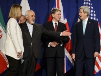From left, EU High Representative for Foreign Affairs and Security Policy, Federica Mogherini, Iranian Foreign Minister, Mohammad Javad Zarif, British Foreign Secretary, Philip Hammond, and U.S. Secre
