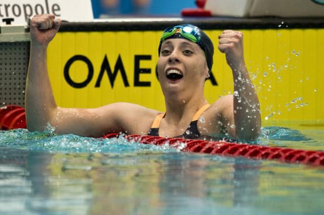 Freude bei Emily SIEBRECHT 2 Platz TSV Hohenbrunn Riemerl 1 Wettkampftag 400m Lagen A Finale der; Emily Siebrecht
