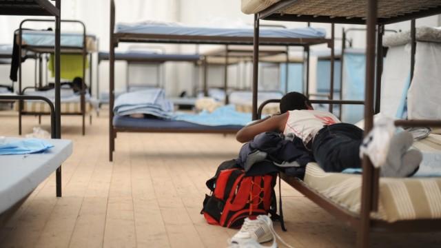 "Improvisierte Flüchtlingsunterkunft im Jugendcamp ""The Tent"" in München, 2014"