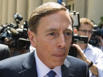 Former CIA director David Petraeus arrives at the Federal Courthouse in Charlotte
