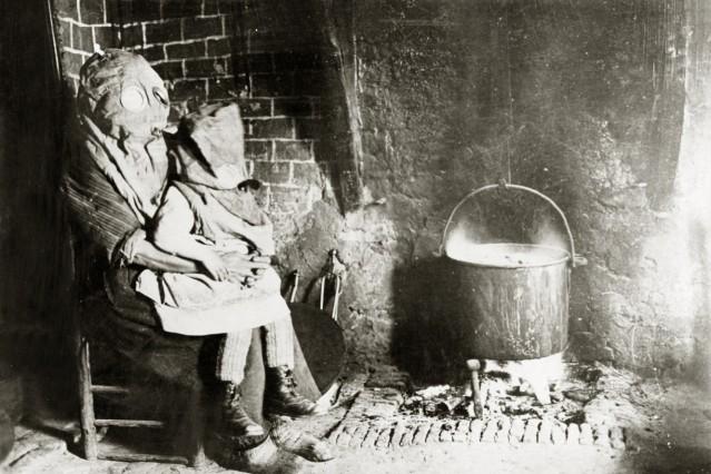 Zivilisten mit Gasmasken, 1918
