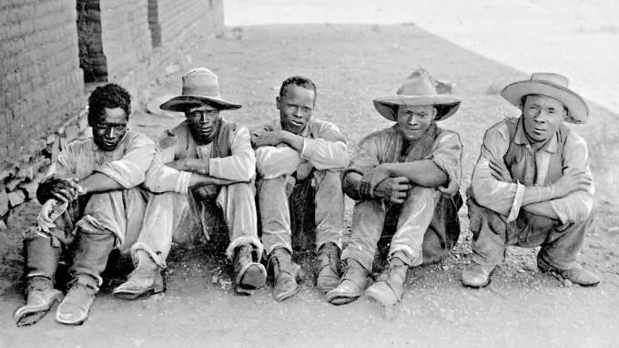 Gefangene Herero in Deutsch-Südwestafrika während des Aufstandes der Herero. (Foto: Scherl/SZ Photo)