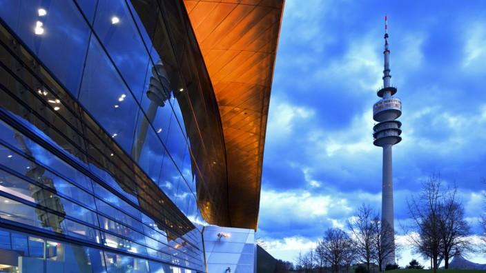 BMW Welt mit Olympiaturm München Oberbayern Bayern Deutschland Europa Copyright imagebroker St