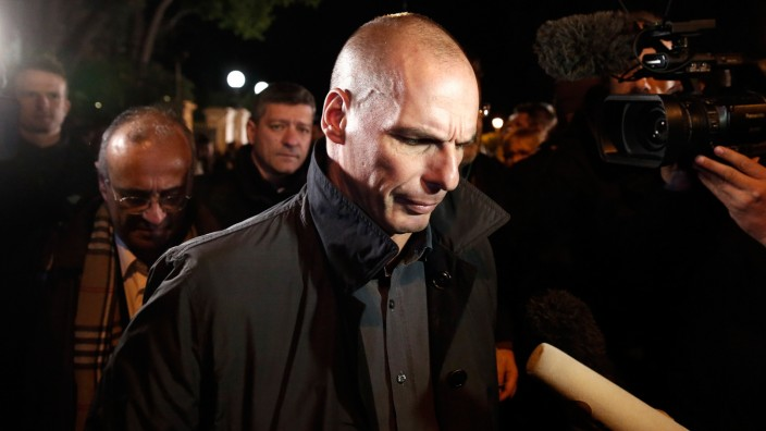 Greece's newly appointed Finance Minister Varoufakis addresses journalists following a swearing in ceremony at the presidential palace in Athens
