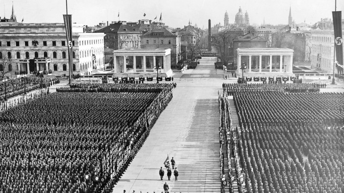Königsplatz in München während der Feier zum 9. November, 1936; NS-Dokuzentrum Eröffnung