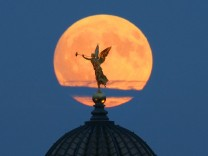 Der Mond ist um 100 Meter geschrumpft
