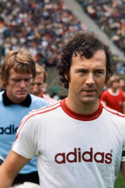 FUSSBALL 1. BUNDESLIGA SAISON 1975/1976 2. Spieltag Karlsruher SC 1-2 FC Bayern München 16.08.1975 F