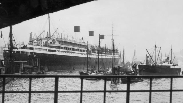 Cap Arcona im Hambuger Hafen; Cap arcona