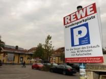 Parkschild auf Rewe Kundenparkplatz, 2009