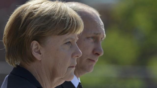 Kanzlerin Merkel und Präsident Putin in Moskau