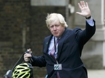 Boris Johnson waves as he arrives at 10 Downing Street as Britain's re-elected Prime Minister David Cameron names his new cabinet, in central London