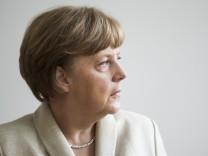 Government Members Visit Berlin Schools